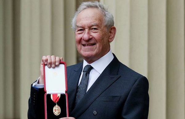 British historian Simon Schama awarded a knighthood by Prince William